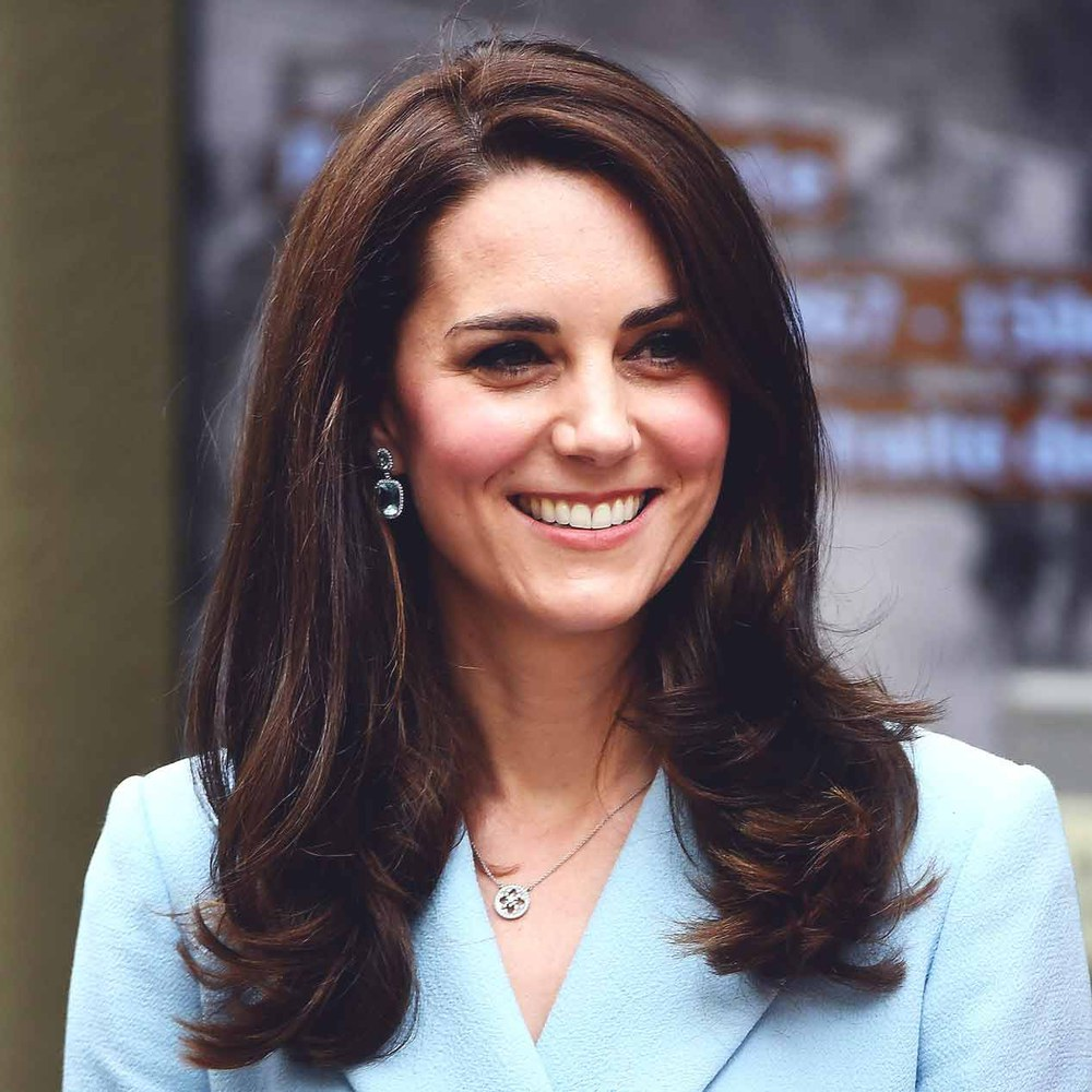 On craque pour le look royal bleu layette de Kate Middleton (Photos)